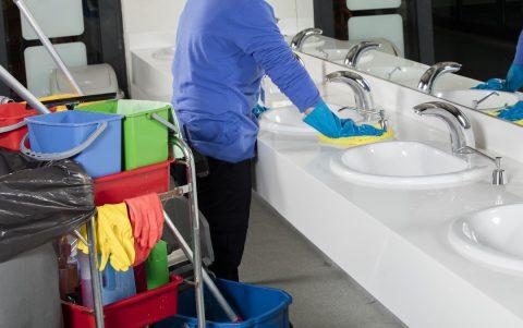 Services des entreprises de nettoyage pour les espaces sanitaires