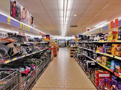 Que dit la loi sur l'entretien des locaux et du matériel de distribution alimentaire ?