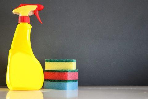 Pourquoi utiliser le détergent doux pour le nettoyage de surface ?